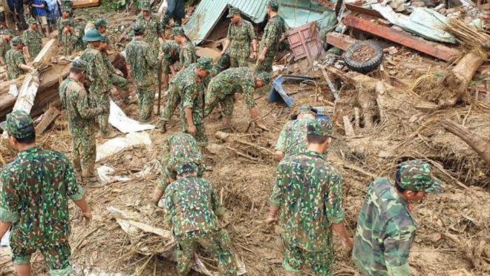Bộ đội, công an xới đống bùn nhão tìm 14 người còn mất tích ở Trà Leng - 2
