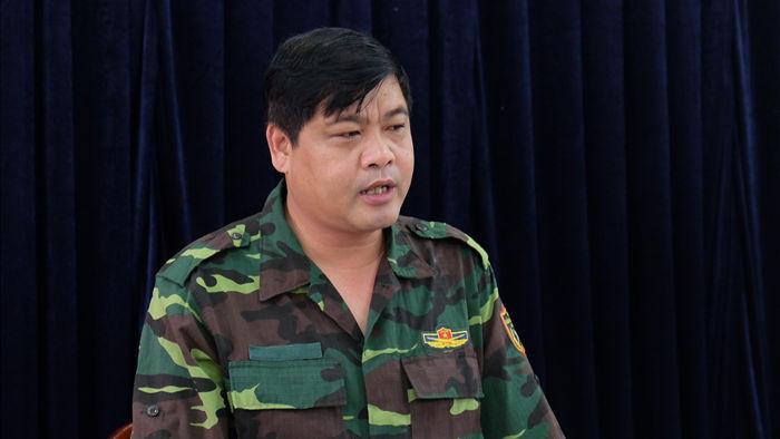Quảng Nam: Dân băng rừng vác lương thực tiếp tế vào nơi bị sạt lở chia cắt - 7