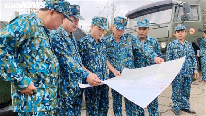 Trực thăng chở 1 tấn hàng cứu trợ tới các xã bị cô lập ở Phước Sơn, Quảng Nam - 1