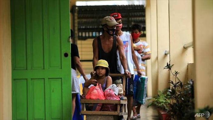 Siêu bão Goni đổ bộ Philippines với sức gió 225 km/h - 1