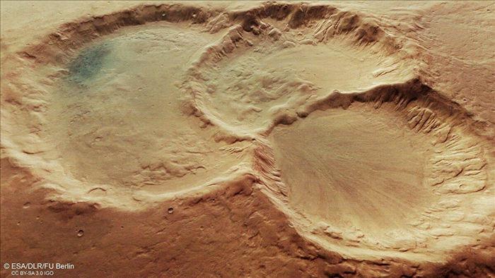 Hé lộ bộ ba miệng núi lửa kì lạ trên bề mặt Sao Hỏa - 1