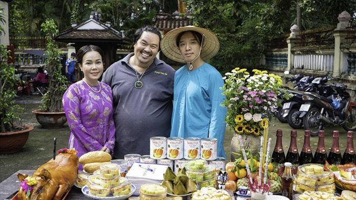 Việt Hương tình tứ với chồng trên phim trường Dương thế bao la sầu - Ảnh 2.