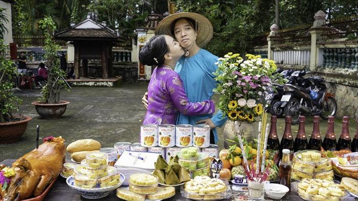 Việt Hương tình tứ với chồng trên phim trường Dương thế bao la sầu - Ảnh 4.