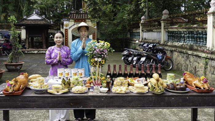 Việt Hương tình tứ với chồng trên phim trường Dương thế bao la sầu - Ảnh 3.
