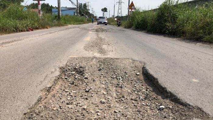 Ảnh: Con đường chỉ dài 2km nhưng có gần 100 'hố tử thần' ở Đồng Nai - 1