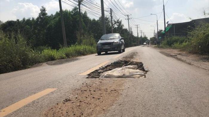 Ảnh: Con đường chỉ dài 2km nhưng có gần 100 'hố tử thần' ở Đồng Nai - 4