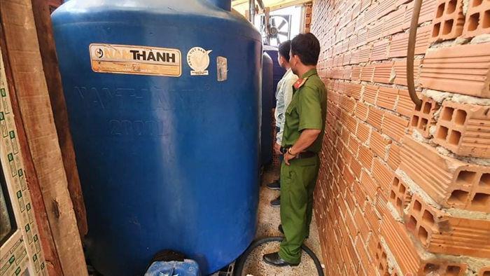 Sang chiết hàng ngàn chai nước tẩy rửa giả trong nhà xưởng ở Bình Dương