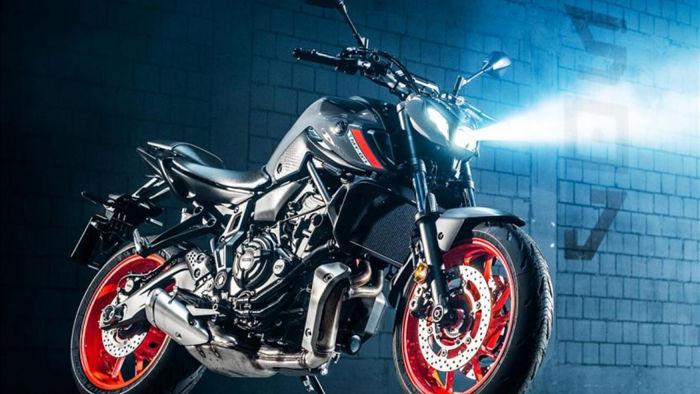Ba lựa chọn màu sắc cho chiếc Yamaha MT-07 2021 bao gồm Storm Fluo, Icon Blue và Ice Black.Yamaha MT-07 cạnh tranh trực tiếp vớiHondaCB650R và Triumph Trident 660. Mức giá đề xuất cho phiên bản 2021 tăng nhẹ100 USD, ở mức7.599 USD.