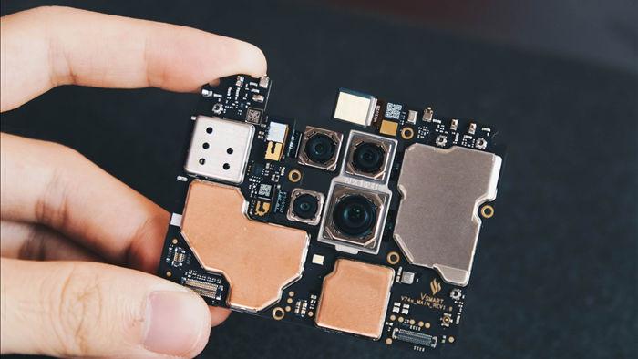 Camera dưới màn hình của Vsmart Aris Pro hoạt động ra sao? Chúng tôi đã bung máy để tìm hiểu - Ảnh 6.
