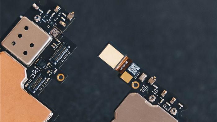 Camera dưới màn hình của Vsmart Aris Pro hoạt động ra sao? Chúng tôi đã bung máy để tìm hiểu - Ảnh 9.