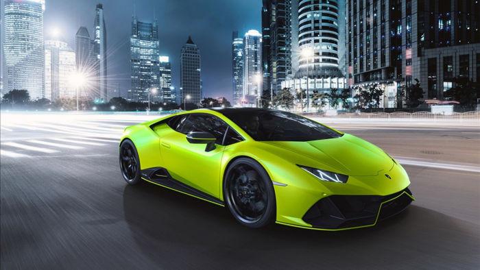Để tạo sự tương phản cho ngoại thất của xe, một số các chi tiết ở phần dưới thân xe như chia gió trước, khuếch tán gió cùng ốp hông sẽ được sơn đen mờ, giống với mui xe.