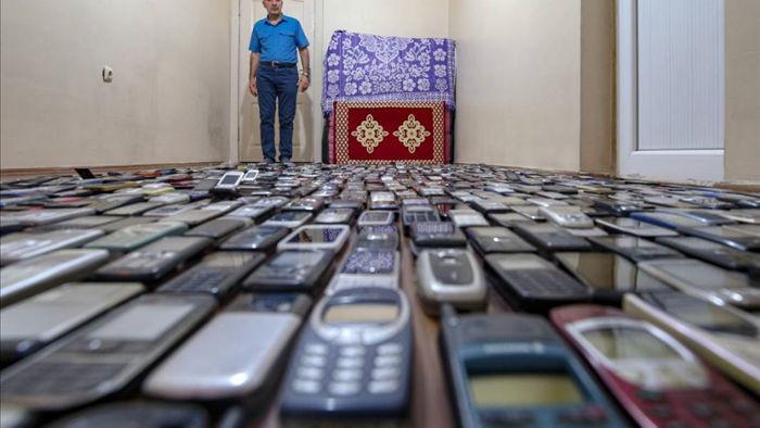 Choáng ngợp với bộ sưu tập điện thoại di động trong 20 năm của người đàn ông Thổ Nhĩ Kỳ - Ảnh 2.