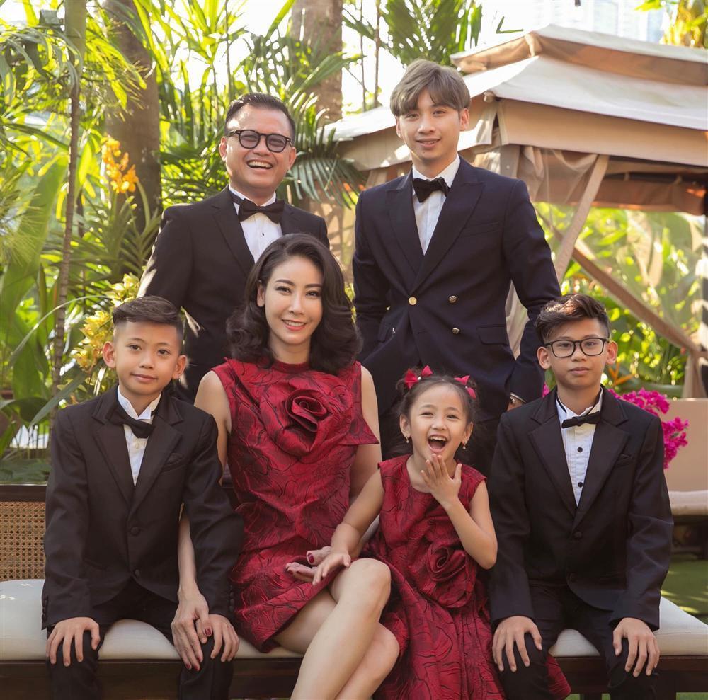 Đại gia Huỳnh Trung Nam xuất hiện hiếm hoi bên hoa hậu Hà Kiều Anh-4