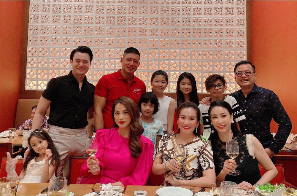 Đại gia Huỳnh Trung Nam xuất hiện hiếm hoi bên hoa hậu Hà Kiều Anh-1