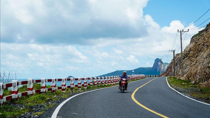 Cảnh vắng bóng du khách ở bãi biển trong xanh nhất thế giới - 8
