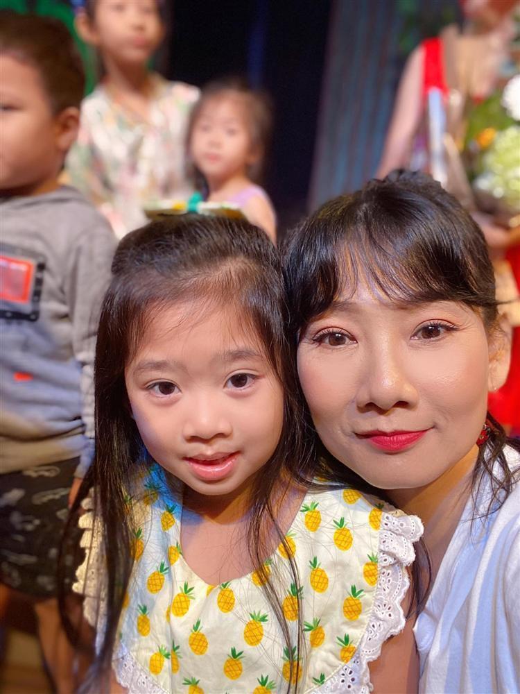 RƠI NƯỚC MẮT: Con gái Mai Phương nhận ra giọng mẹ lúc xem kịch-2