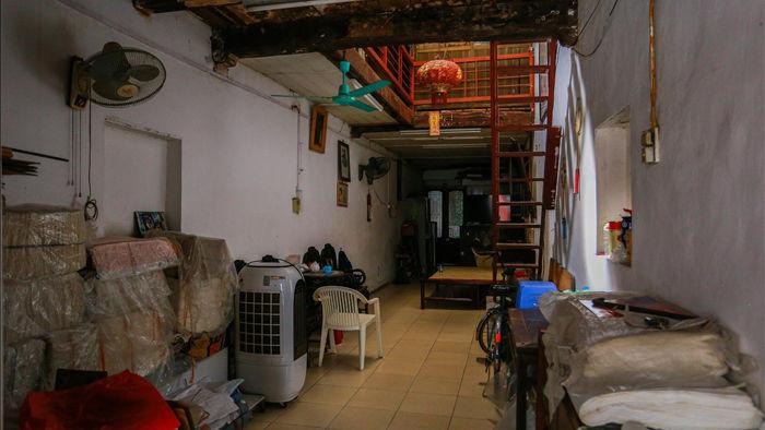 """Căn nhà cổ trăm tuổi làm từ gỗ lim, có kiến trúc """"độc nhất"""" phố cổ Hà Nội - 8"""