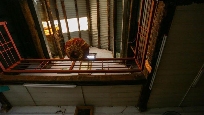 """Căn nhà cổ trăm tuổi làm từ gỗ lim, có kiến trúc """"độc nhất"""" phố cổ Hà Nội - 10"""