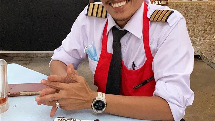 Thất nghiệp vì đại dịch, phi công bán quán ăn ở vỉa hè để mưu sinh - 2