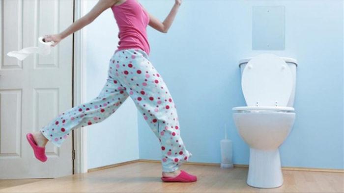 Mẹ chồng chỉ cho cả nhà đi vệ sinh 2 lần/ngày, con dâu nhập viện vì điều tế nhị - 4