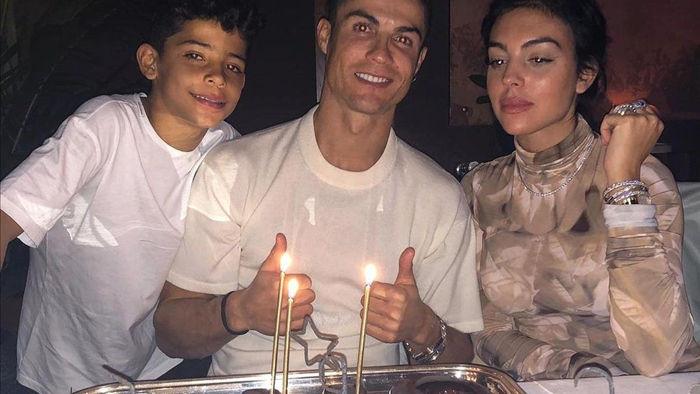 Hé lộ bất ngờ về tính cách khiêm tốn, lịch sự của C.Ronaldo - 1