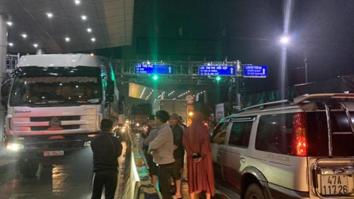 Đắk Lắk: Tài xế mang ô tô chặn trạm thu phí - 4