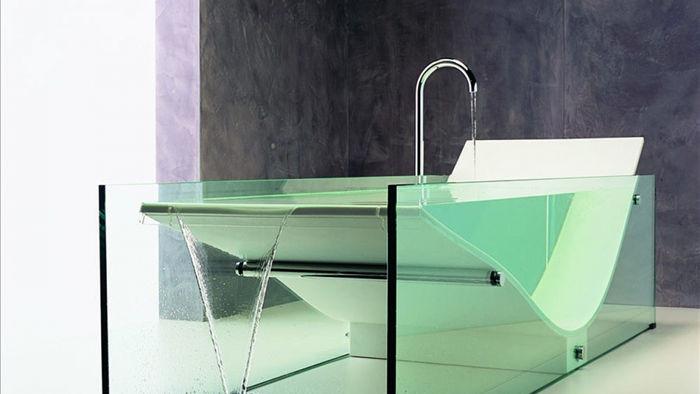 Mang phong cách thanh lịch, hiện đại, chiếc bồn tắm Le Cob Glass Bathtub có giá 34.000 USD./.