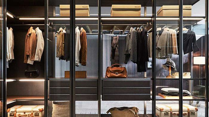 Nhà giàu chi cả đống tiền thuê người để dọn tủ quần áo