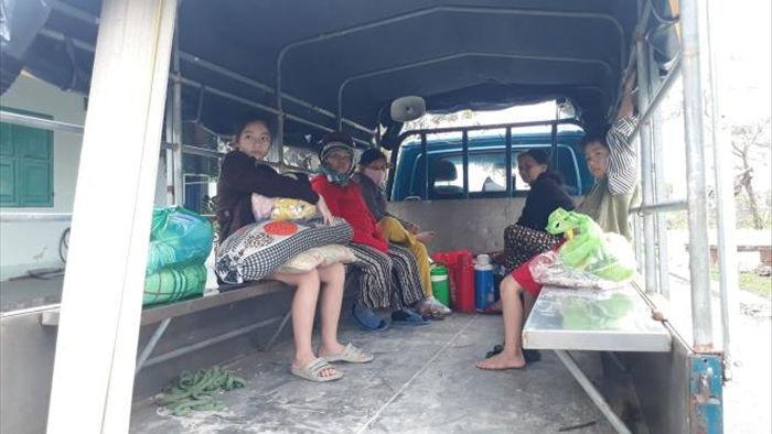 Bão Vamco cách bờ 370km, Đà Nẵng khẩn cấp di dời dân, sẵn sàng cưỡng chế nếu cần - 1