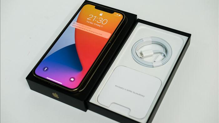 Trên tay iPhone 12 Pro Max đầu tiên tại Việt Nam, giá 53 triệu đồng - 1