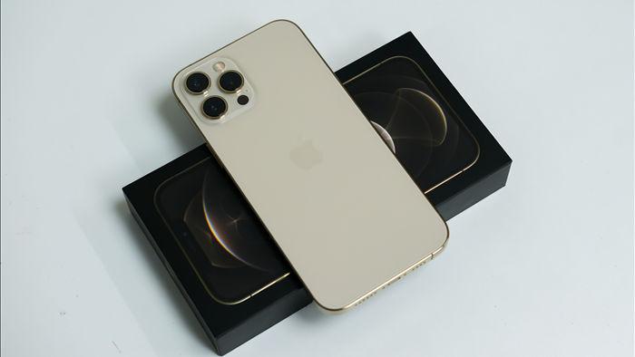 Trên tay iPhone 12 Pro Max đầu tiên tại Việt Nam, giá 53 triệu đồng - 3