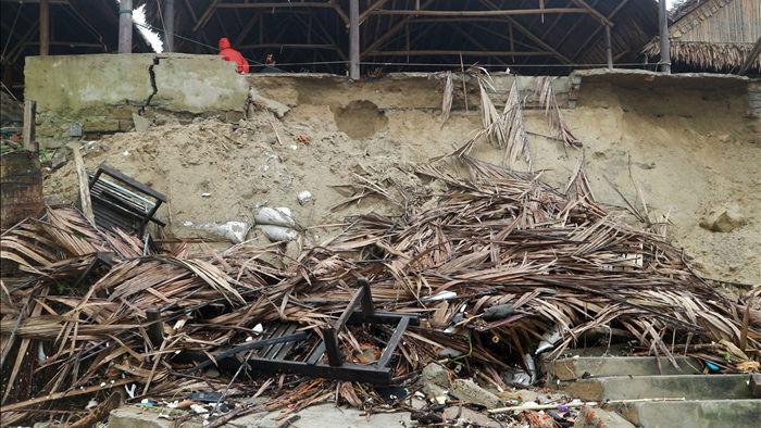 Bão số 13 tàn phá nhiều tuyến đê, kè biển miền Trung - 17