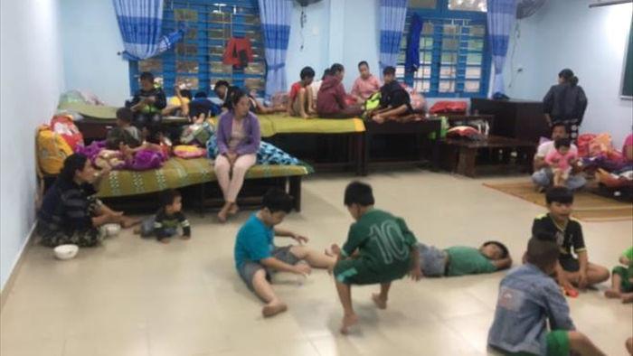 TRỰC TIẾP: Bão số 13 đổ bộ đất liền, Huế - Đà Nẵng mưa to gió giật, phố ngập úng - 4