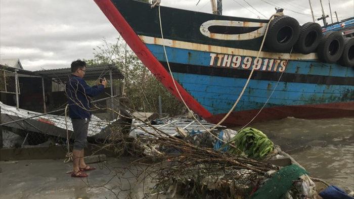 Bão số 13 quần thảo suốt 4 giờ ở vùng ven biển Thừa Thiên - Huế - Ảnh 12.