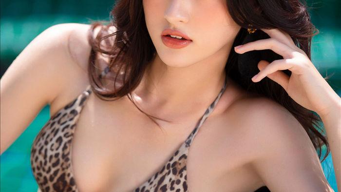 """""""Nóng bỏng mắt"""" với màn đọ body và vòng 1 gây nghẹt thở của dàn thí sinh Hoa hậu Việt Nam 2020 - Ảnh 2."""