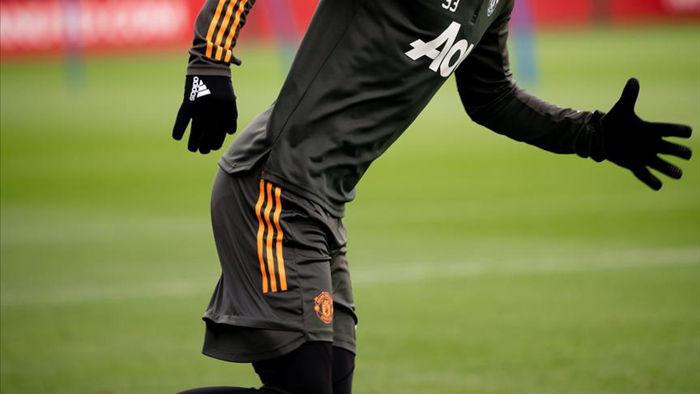 Cầu thủ Man Utd âm thầm tập luyện, chờ Premier League trở lại - 11