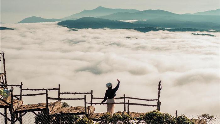 Hàng trăm du khách xếp hàng dài từ 5 giờ sáng để săn mây ở Đà Lạt - 10