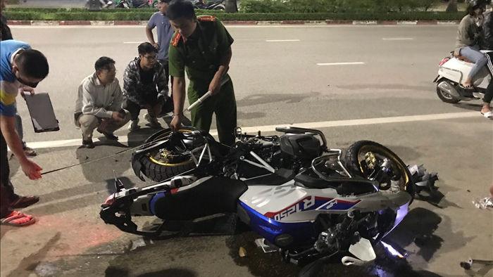 Siêu mô tô BMW gây tai nạn, 3 người nhập viện nguy kịch - 1