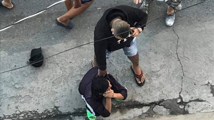 Người dân bắt đối tượng cướp giật tài sản giao cơ quan công an