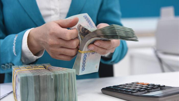 Lãi suất giảm sâu, tiền doanh nghiệp vẫn ... đổ về ngân hàng - 1