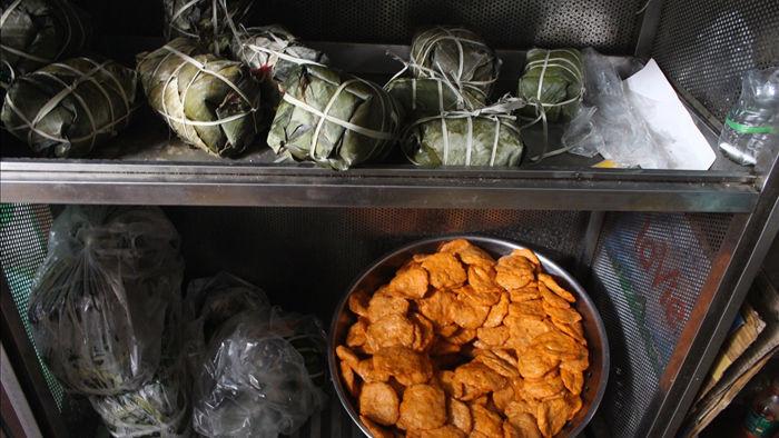 Báu vật giúp hàng giò chả nức tiếng phố cổ Hà Nội đông khách suốt 40 năm - 10