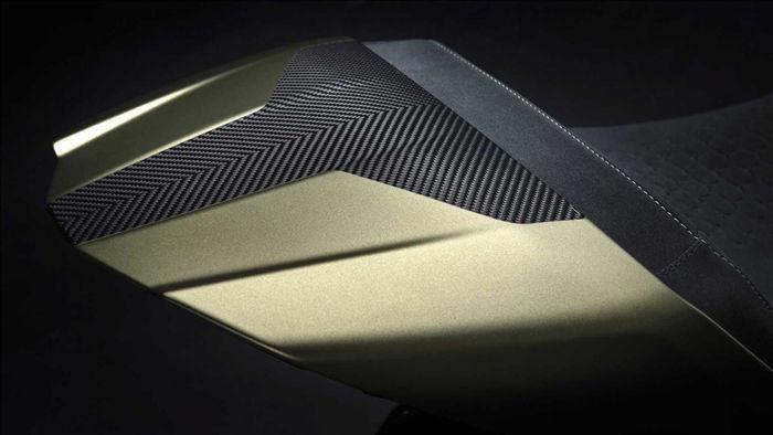 """""""Diavel 1260 Lamborghini sử dụng chung ngôn ngữ thiết kế đã làm nên thương hiệu của những chiếc Lamborghini, vì thế chúng tôi đã phải thiết kế lại những chi tiết đặc trưng nhất của Diavel"""" - ông Andrea Ferraresi, Giám đốc trung tâm thiết kế của Ducati chia sẻ."""