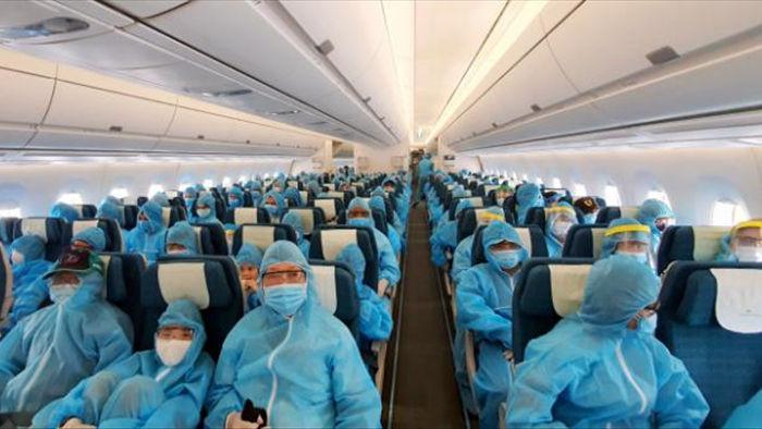 Chưa có chuyến bay 'giải cứu', người Việt ở nước ngoài về nước thế nào? - 1