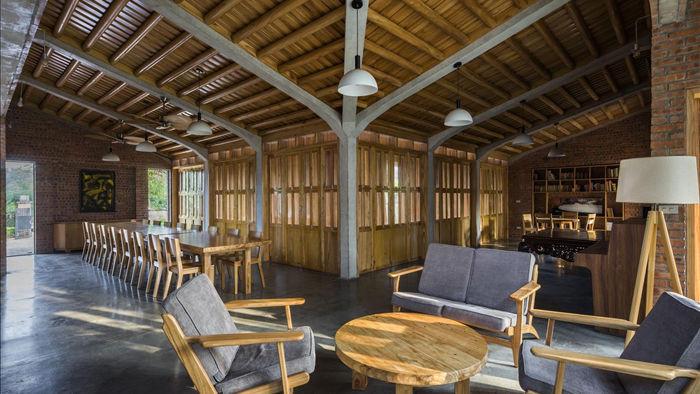 Gia đình ở Phú Thọ làm nhà gỗ xoan, mái ngói đẹp như biệt phủ - 10