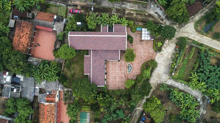 Gia đình ở Phú Thọ làm nhà gỗ xoan, mái ngói đẹp như biệt phủ - 11