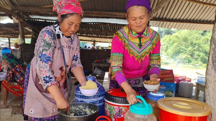 Thưởng thức thắng cố, mèn mén tại chợ phiên người Mông độc đáo ở Đắk Nông - 9