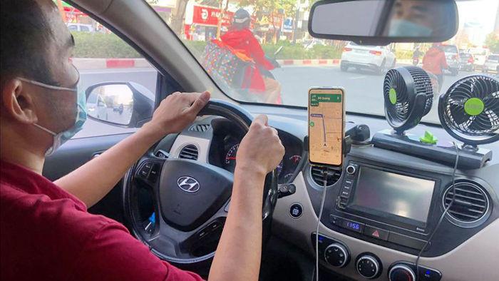 Tăng thuế xe công nghệ: Ứng dụng gọi xe không có cửa 'lách'