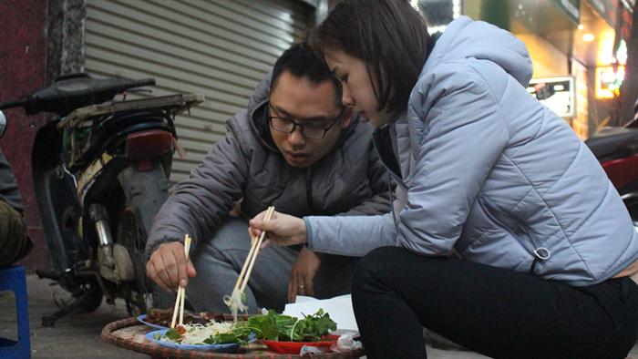 Món nộm vỉa hè có tên độc nhất Hà Nội, công thức được mua bằng cả cây vàng - 4