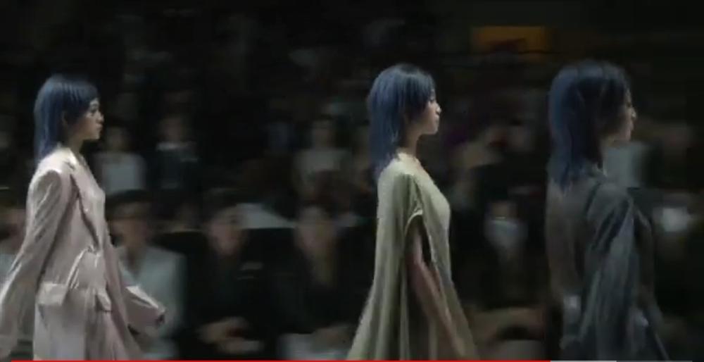 Lương Thùy Linh - Trần Tiểu Vy - Đỗ Thị Hà gây tranh cãi với màn catwalk thảm họa-2