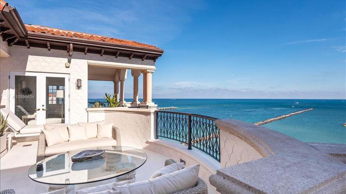 Căn penthouse xa hoa ngắm trọn view biển giá 20 triệu USD của tỷ phú Canada - 2